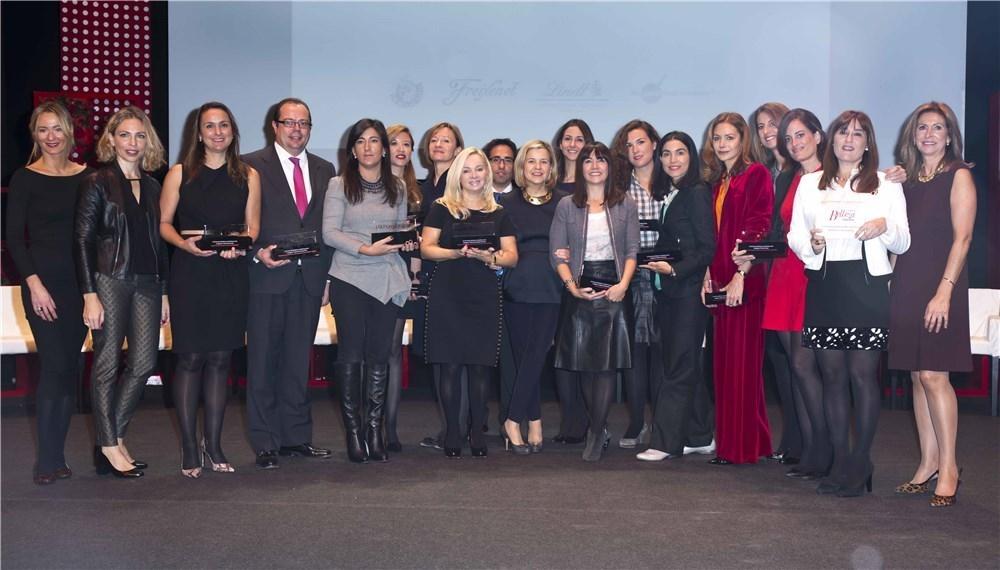 Foto de familia de todos los premiados en los III Premios de Belleza Mujer Hoy 2014