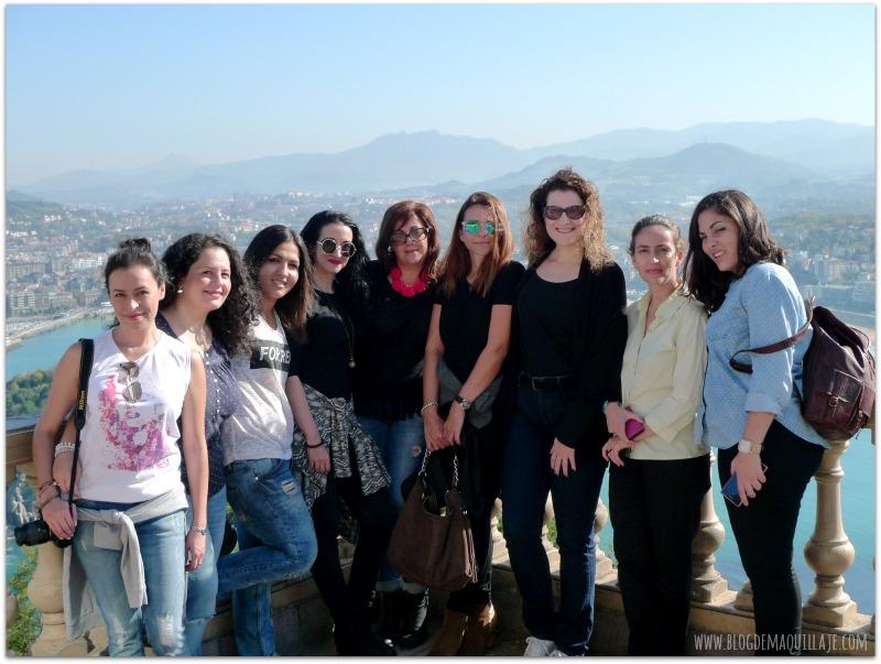 Posando todas juntas (nos faltaba Arantza) en el Monte Igeldo durante el primer Cosmetik Trip a San Sebastián.