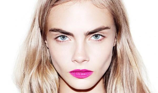 La modelo Cara Delenvigne tiene las cejas pobladas pero siempre bien cuidadas