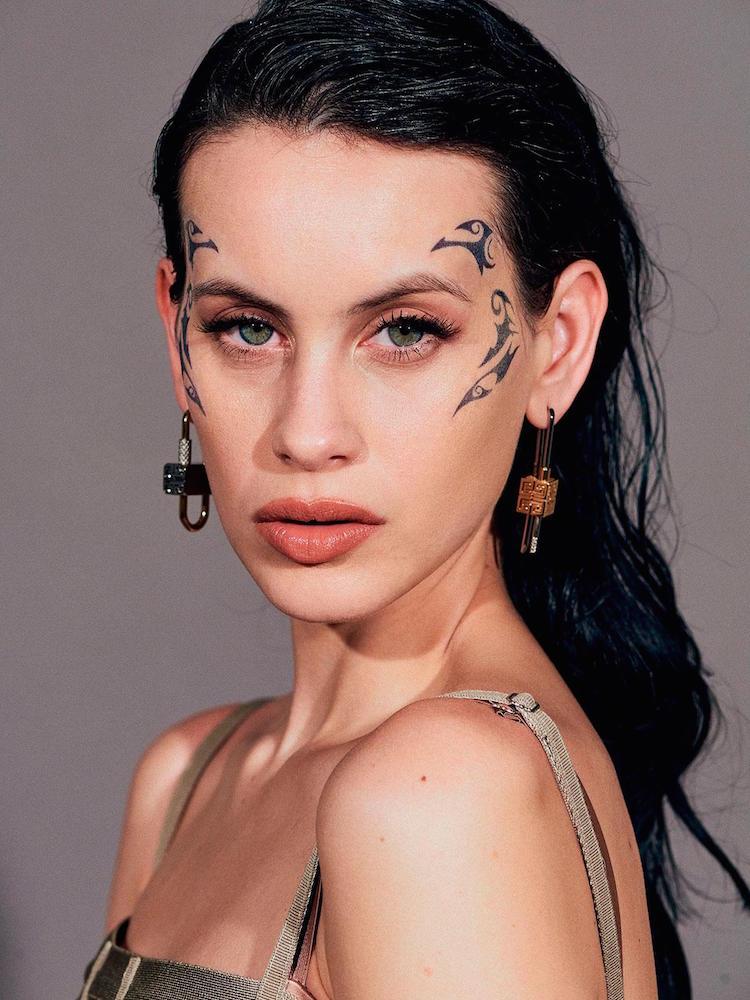Maquillaje de Milena Smit en los Goya 2021