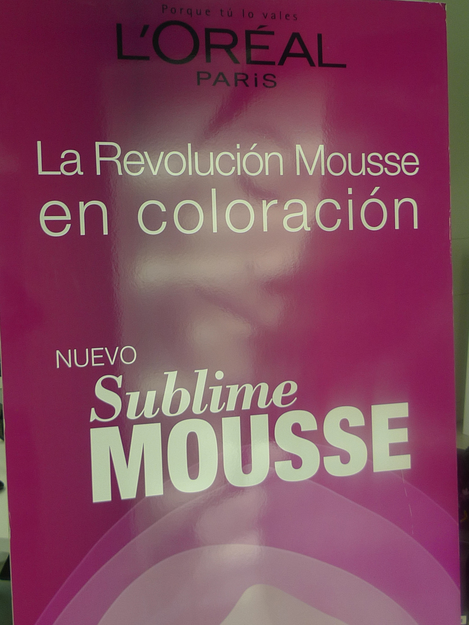 Cartel de la nueva coloración en mousse de L'Oréal Paris