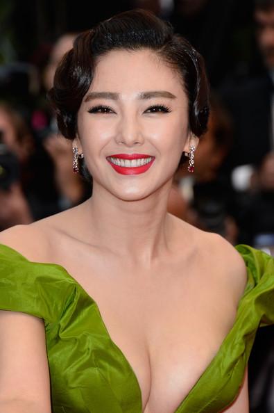 La actriz china Zhang Yuqi con un impecable labio rojo.